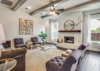 11-100-parkview-dr-living room