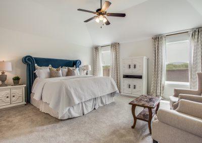 14-100-parkview-dr-master-bedroom
