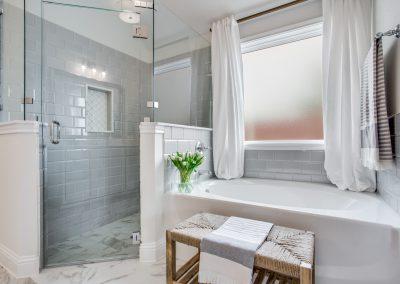 16-100-parkview-dr-master-bathroom