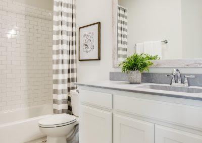 18-100-parkview-dr-secondary- bathroom