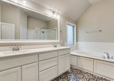 8-1117-denton-creek-justin-tx-master-bath