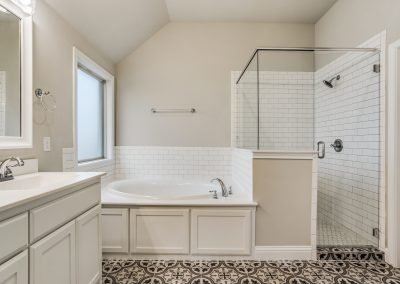9-1117-denton-creek-justin-tx-master-bath
