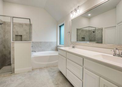 11-9029-inwood-st-master-bath