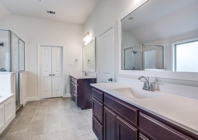 10-728-tallgrass-dr-MasterBath