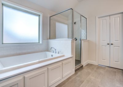 9-728-tallgrass-dr-MasterBath